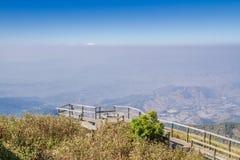 Punto de vista en las montañas Imagen de archivo libre de regalías