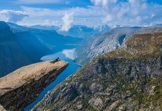 Punto de vista Noruega de Trolltunga Imagen de archivo libre de regalías