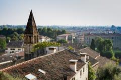 Punto de vista, torre de la iglesia San Stefano, árboles, Monselice, Italia imagen de archivo