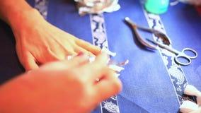 Punto del processo del manicure Rimozione del gel del chiodo facendo uso di video d archivio