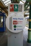 Punto di aiuto alla stazione della metropolitana della strada di Edgware a Londra Immagini Stock Libere da Diritti