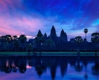 Punto di riferimento cambogiano famoso di Angkor Wat su alba Fotografia Stock Libera da Diritti