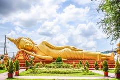 Punto di riferimento del Laos - statua adagiantesi di Buddha fotografie stock libere da diritti