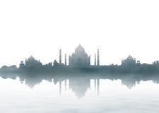 Punto di riferimento dell'India - panorama di Taj Mahal con nebbia fotografie stock
