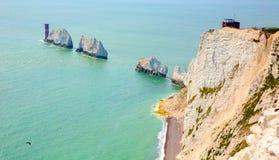 Punto di riferimento dell'isola di Wight gli aghi dalla baia dell'allume Immagini Stock Libere da Diritti