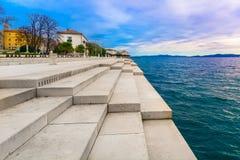 Punto di riferimento dell'organo del mare nella città di Zadar, Croazia immagini stock