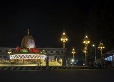 Punto di riferimento della rotonda del Durian in via Cambogia della città del kampot a nig immagini stock