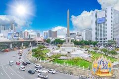 Punto di riferimento della rotonda del monumento di vittoria del Siam Bangkok immagine stock