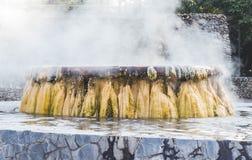 Punto di riferimento delle sorgenti di acqua calda del geyser al parco pubblico di Raksawarin in Ranong, Immagine Stock Libera da Diritti