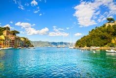 Punto di riferimento di lusso del villaggio di Portofino, vista della baia La Liguria, Italia Fotografie Stock