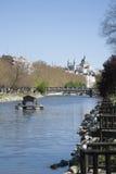 Punto di riferimento di Madrid dal fiume Immagine Stock Libera da Diritti