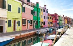 Punto di riferimento di Venezia, canale dell'isola di Burano fotografia stock