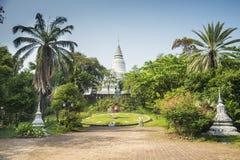 Punto di riferimento di Wat Phnom in Phnom Penh Cambogia immagine stock libera da diritti