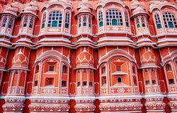 Punto di riferimento famoso del Ragiastan - palazzo di Hawa Mahal, Jaipur, India immagini stock