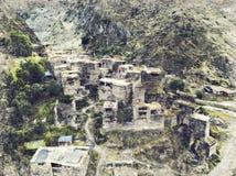 Punto di riferimento famoso di Hevsureti in Georgia - rovine di vill medievale fotografia stock