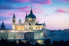 Punto di riferimento di Madrid alla notte Paesaggio di Santa Maria la Real de La Immagini Stock