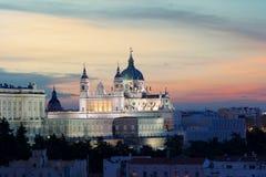 Punto di riferimento di Madrid alla notte Paesaggio di Santa Maria la Real de La Fotografie Stock Libere da Diritti