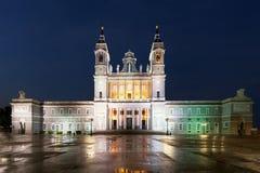 Punto di riferimento di Madrid alla notte Paesaggio di Santa Maria la Real de La Fotografia Stock