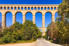 Punto di riferimento storico dell'aquedotto di Roquefavour vecchio in Provenza, Francia. immagine stock libera da diritti