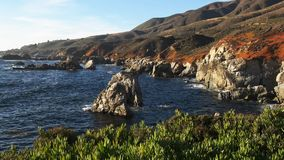 Punto di Soberanes sulla costa di California in Big Sur video d archivio