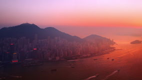 Punto di vista aereo di panorama di Hong Kong Island al tramonto archivi video