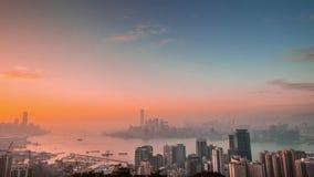 Punto di vista aereo di panorama di Hong Kong Island al tramonto Lasso di tempo video d archivio
