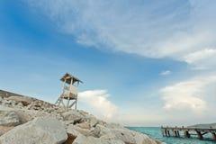 Punto di vista alla spiaggia rocciosa Immagine Stock Libera da Diritti