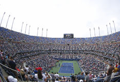 Punto di vista areale di Arthur Ashe Stadium a Billie Jean King National Tennis Center durante l'US Open 2013 Fotografie Stock Libere da Diritti