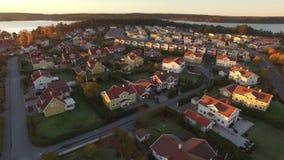 Punto di vista di Ariel delle case in Svezia video d archivio