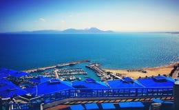 Punto di vista azzurro del porto del sole del mare di Tunisi immagini stock