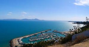 Punto di vista azzurro del porto del sole del mare di Tunisi fotografie stock libere da diritti