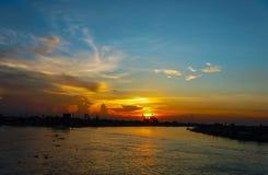 Punto di vista di Chao Phraya River a sunse Immagine Stock
