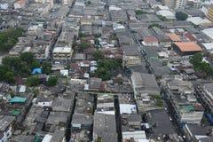 Punto di vista dall'alto in basso aereo della comunità dei bassifondi, Tailandia Fotografie Stock Libere da Diritti