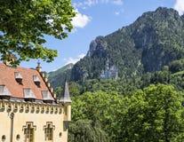 Punto di vista del castello del Neuschwanstein dal giardino nel castello di Hohenschwangau Fotografia Stock