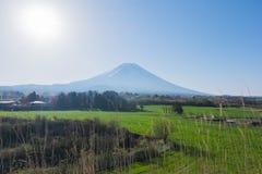 Punto di vista del monte Fuji dalla campagna a Fumoto Immagine Stock