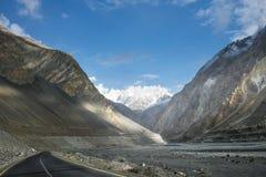 Punto di vista del paese del Pakistan lungo la strada principale di Karakorum Fotografia Stock