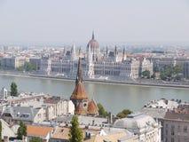 Punto di vista del Parlamento ungherese da Buda Castle Fotografie Stock Libere da Diritti