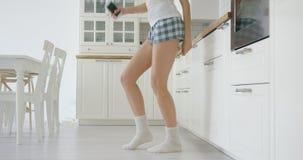 Punto di vista del raccolto della ragazza di dancing Fotografia Stock Libera da Diritti