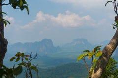 Punto di vista del sentiero didattico della collina del NAK di Kaek della vasca Provincia di Krabi thailand immagine stock libera da diritti
