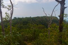 Punto di vista del sentiero didattico della collina del NAK di Kaek della vasca Provincia di Krabi thailand fotografie stock