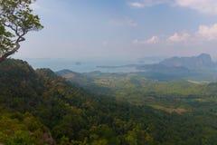 Punto di vista del sentiero didattico della collina del NAK di Kaek della vasca Provincia di Krabi thailand fotografia stock libera da diritti
