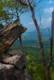Punto di vista del sentiero didattico della collina del NAK di Kaek della vasca Provincia di Krabi thailand immagine stock