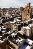 Il tetto innevato del villaggio ad ovest completa Manhattan New York Immagini Stock