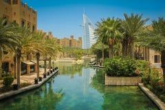 Punto di vista dell'arabo di Al di Burj dell'hotel da Souk Madinat Jumeirah Fotografia Stock Libera da Diritti
