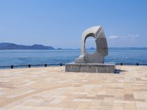 Punto di vista dell'oceano di Takamatsu con il monumento immagini stock libere da diritti