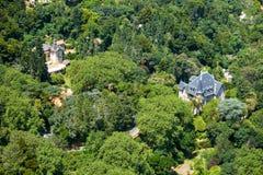 """Punto di vista dell's-occhio """"\ dell'uccello del chalet Biester e Relogio come visto dalle montagne di Sintra Sintra portugal immagini stock libere da diritti"""