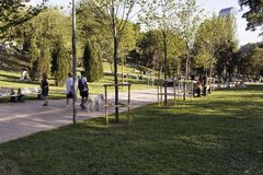 Punto di vista della gente che cammina al parco fotografia stock libera da diritti