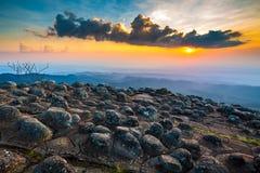 Punto di vista della montagna al parco nazionale di Phu Hin Rong Kla immagine stock