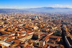 Punto di vista della mosca dell'uccello panoramico di Firenze, Italia Immagine Stock