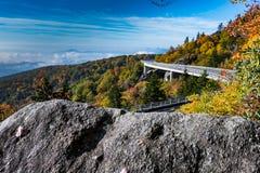Punto di vista della roccia di Linn Cove Viaduct Immagini Stock Libere da Diritti